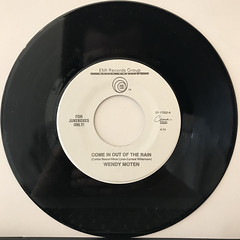 WENDY MOTEN:COME IN OUT OF THE RAIN(RECORD SIDE-A)