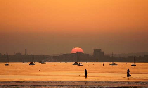 sunset poole harbour dorset uk silhouettes people yachts seabirds reflections shadows lowtide sand sea water birds sun light colour sky may 2018 stevemaskell