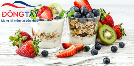 Người bệnh tiểu đường ăn sáng bằng món ăn trái cây trộn với sữa chua không đường sẽ rất tốt