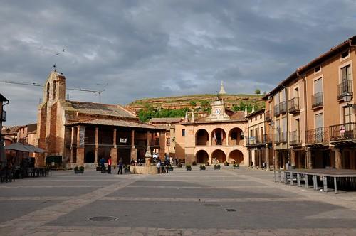 Ayllón (Segovia-España). Plaza Mayor, Ayuntamiento e iglesia de San Miguel