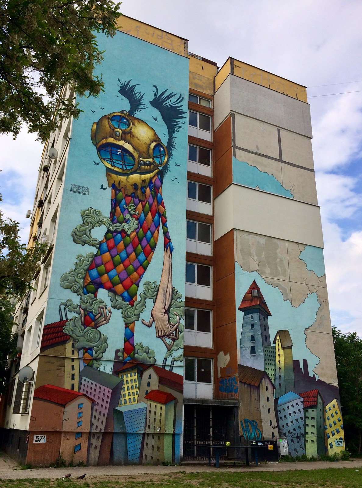 201705 - Balkans - Full Building Figures Graffiti - 30 of 46 - Sofia - zhk Hadzhi Dimitar - ulitsa Ostrovo, May 22, 2017