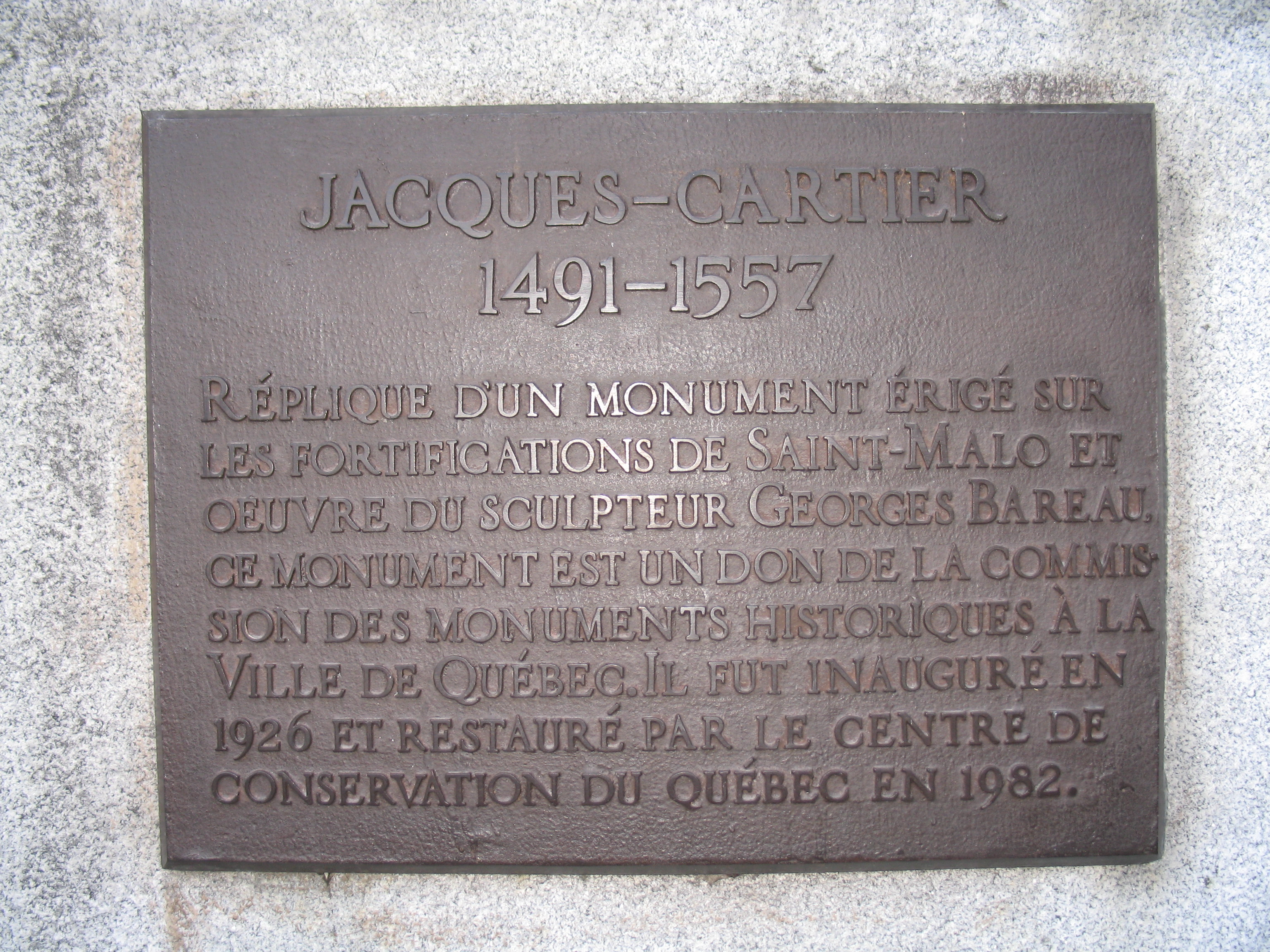 Plaque on the statue of Jacques Cartier (1491-1557) in front of the Gabrielle-Roy public library, in the Saint-Roch part of Quebec City. The inscription in French reads: