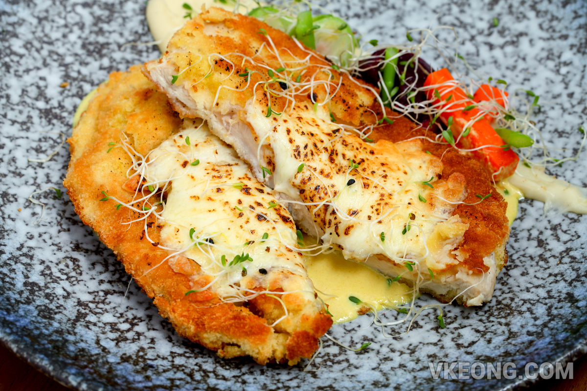 Piccata-Chicken-Breast-with-Mozzarella-and-Cream-Yellow-Mustard