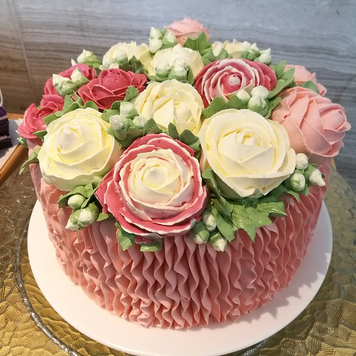 Celebrate Mother's Day 2018 at Misto & Seda Abreeza Hotel - tulip butterceam cake -IMG_20180503_121350