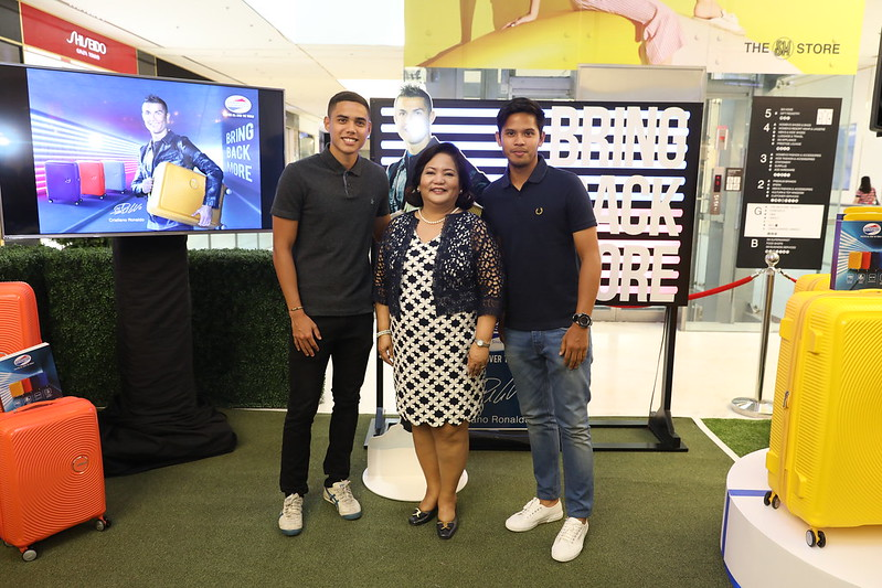 Samsonite Philippine Country Manager_Ciely Buenviaje with Phil Azkals