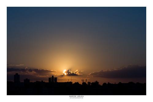 [ Una estampa de la puesta del sol ]