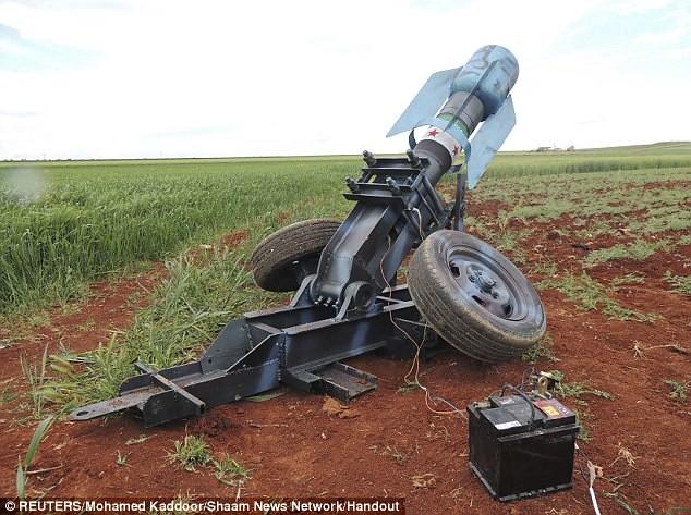 Syria-cannon-B-FSA-binnish-idlib-province-20130417-dm-1