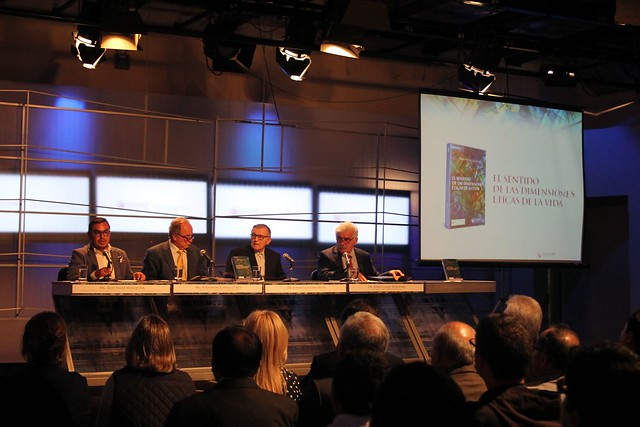 """Decano de la Facultad de Ciencias de la Comunicación, Turismo y Psicología, Dr. Johan Leuridan presentó la segunda edición de su libro """"El sentido de las dimensiones éticas de la vida"""""""
