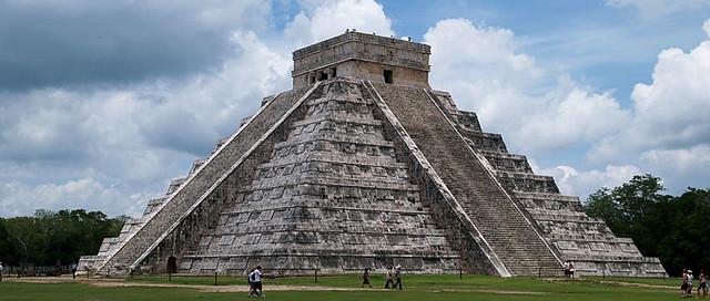 شكل (6)هرم الكاستيلو الحجري من روائع حضارة المايا، انشئ في القرن 8-12 م، نيو مكسيكو