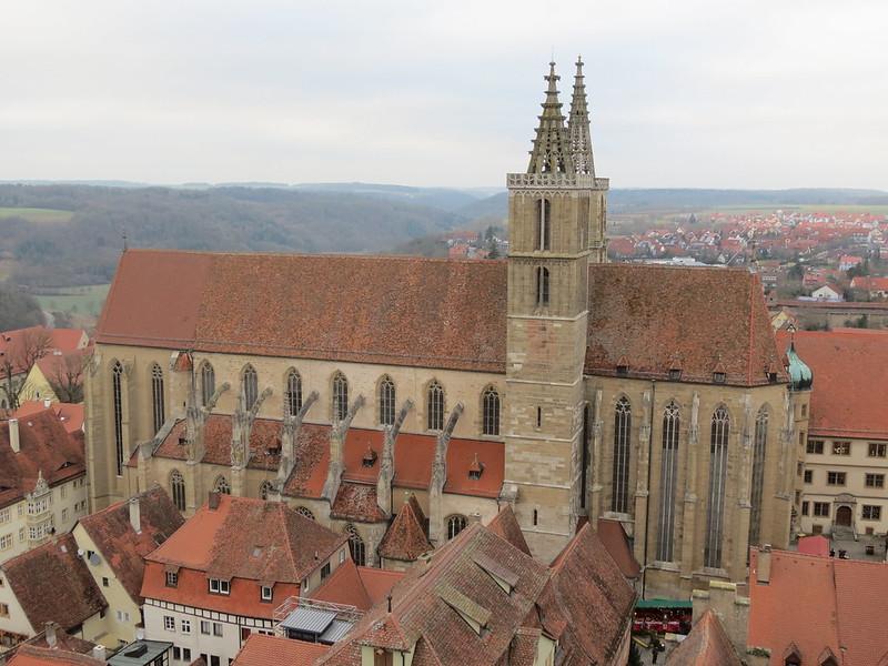 Aussicht von Rathausturm auf Stadtpfarrkirche St. JakobIMG_8006