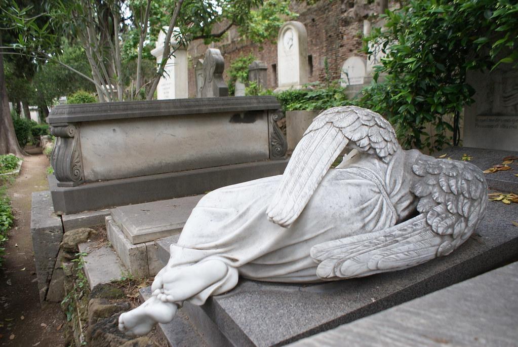 Les sculptures et statues du cimetière protestant ou non-catholique de Rome est une autre raison de visiter le lieu.