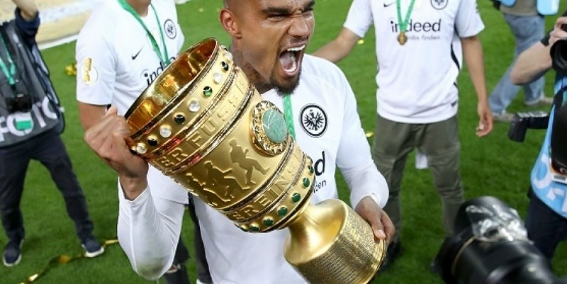 http://cafegoal.com/berita-bola-akurat/boateng-memenangkan-trofi-pertama-dengan-eintracht-frankfurt/
