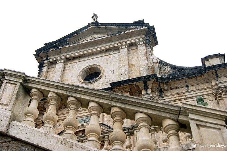 Фасад церкви Рождества Богородицы и баллюстрада