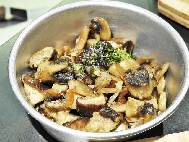 Sauteed Thyme Button Mushrooms