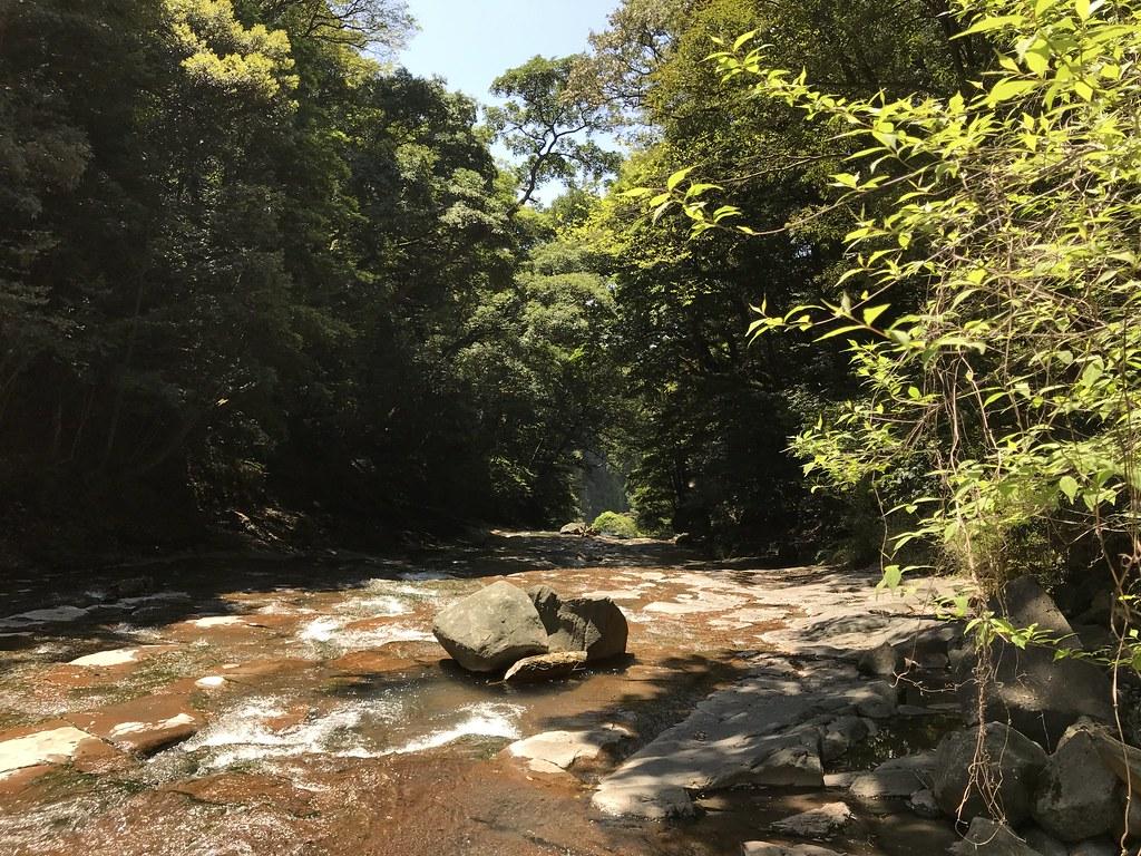 丸尾の滝の上の千畳敷、流れているのは冷めた温泉