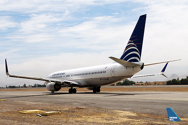 Copa Airlines B737-800 taxi out SCL (RD)
