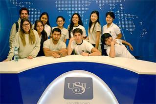 Con el objetivo de involucrar a jóvenes estudiantes con la propuesta USIL y su metodología de enseñanza, un grupo de 30 alumnos del colegio San Ignacio de Recalde (SIR) visitó las modernas instalaciones de esta casa de estudios.
