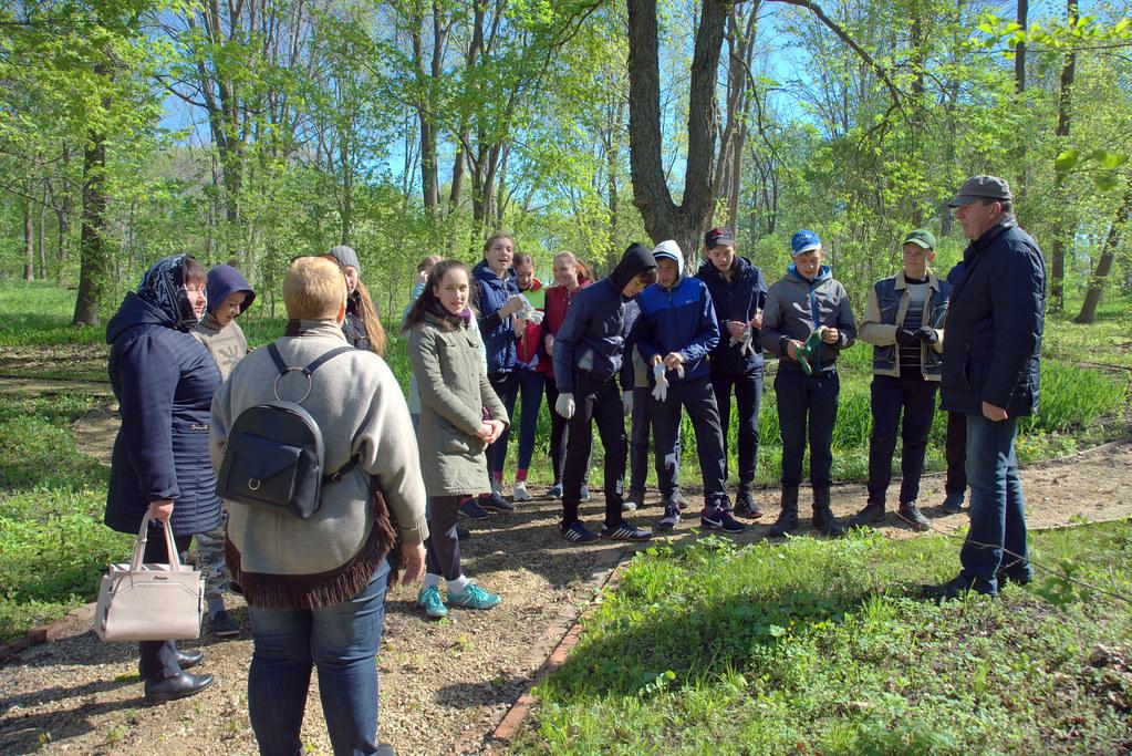 Акция «Сохраним красоту старинных парков» в «Тарханах»