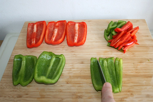 14 - Paprika in Streifen schneiden / Cut bell pepper in stripes