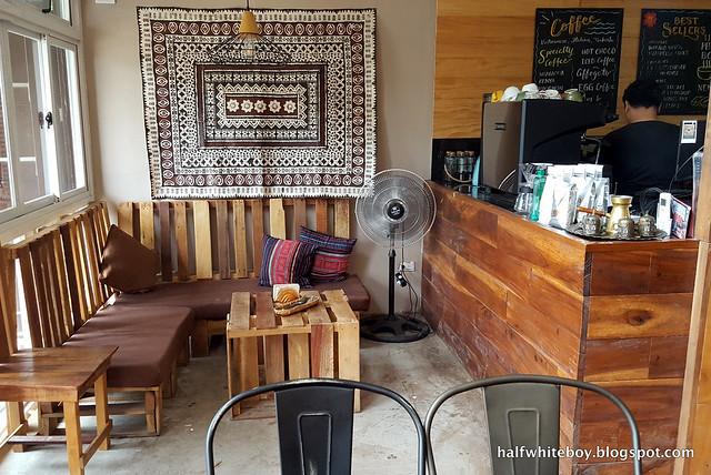 halfwhiteboy - the coffee library san juan la union 03