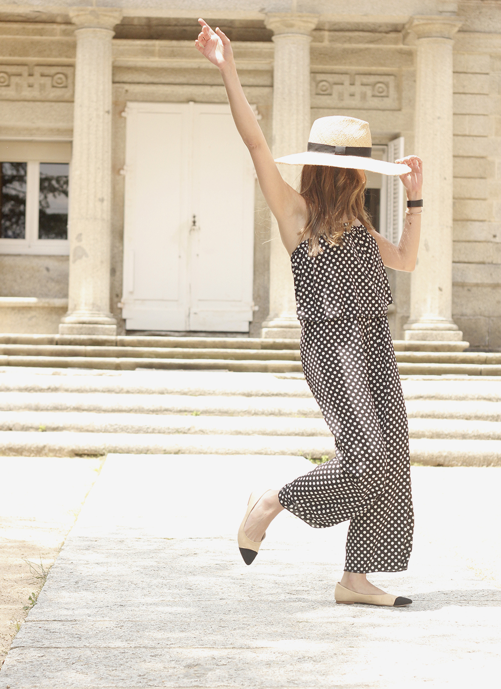 polka dot jumpsuit straw hat flat shoes street style spring outfit 201804