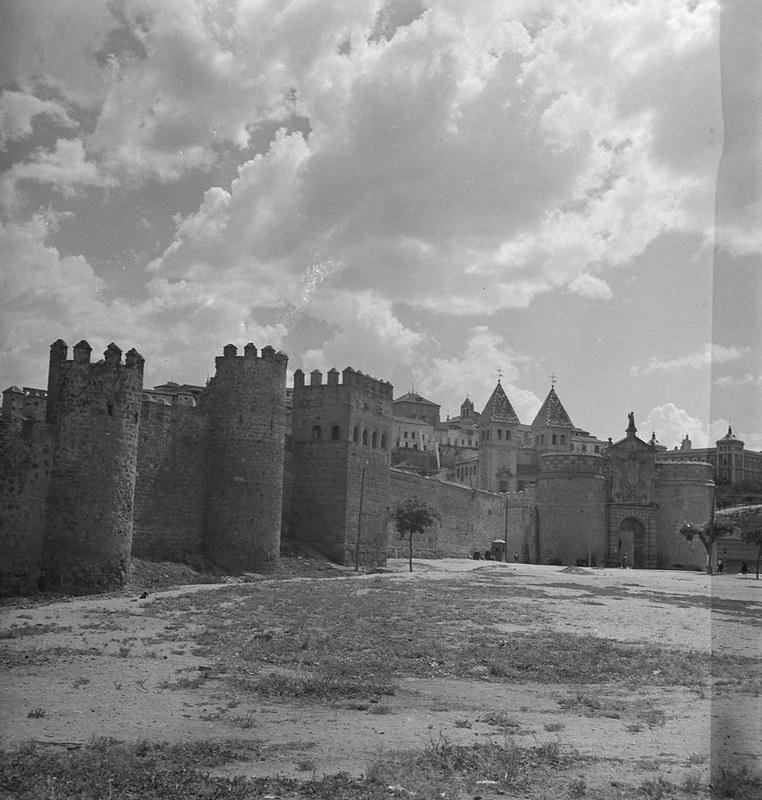 Torres de la Reina, muralla y Puerta de Bisagra. Fotografía de Juan Miguel Pando Barrero © Fototeca del IPCE signatura PAN-061025_P