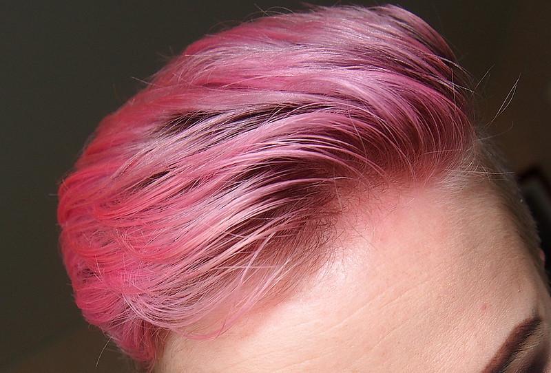vaaleanpunainen pastellitukka