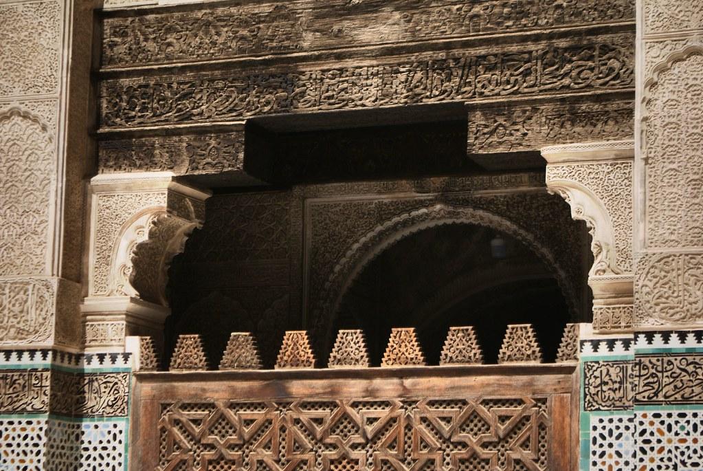 Finesse des sculptures sur bois et platres de la médersa Bou Inania à fès.