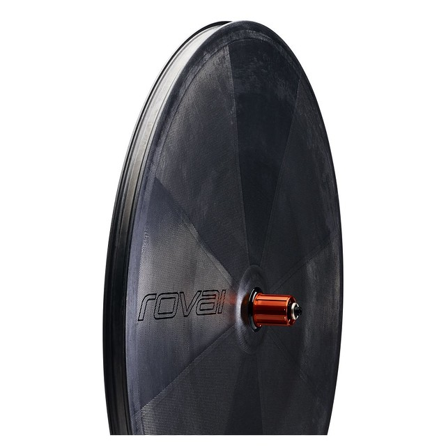 30018-890_WHL_RAPIDE-007-TT-DISC-REAR_SATIN-CARBON-GLOSS-BLK_HERO_1200x