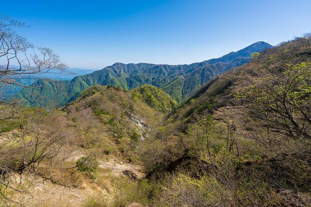 蛭ヶ岳から風巻ノ頭へ連なる尾根@金山谷乗越