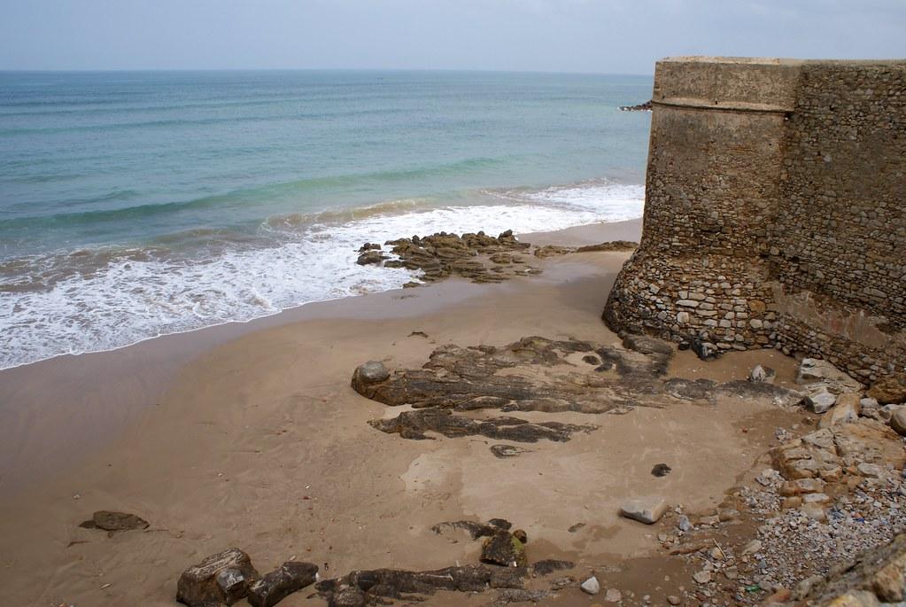 Bout de rempart d'Asilah face à la mer.