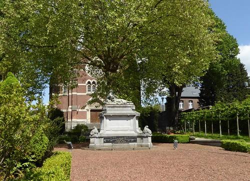 Antoing le monument aux morts