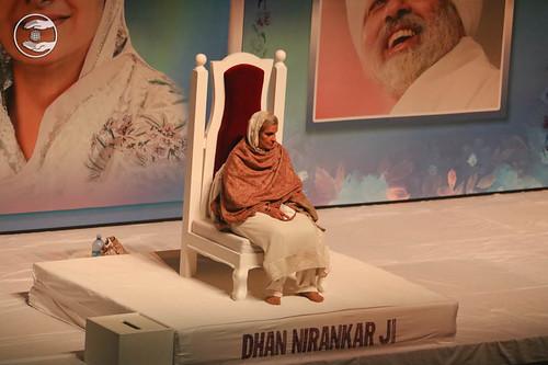 Satguru Mata Savinder Hardev Ji Maharaj on the dais
