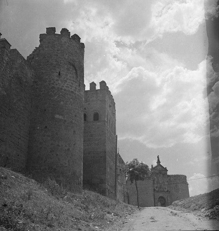 Torres de la Reina y murallas cercanas a Bisagra. Fotografía de Juan Miguel Pando Barrero © Fototeca del IPCE signatura PAN-061026_P