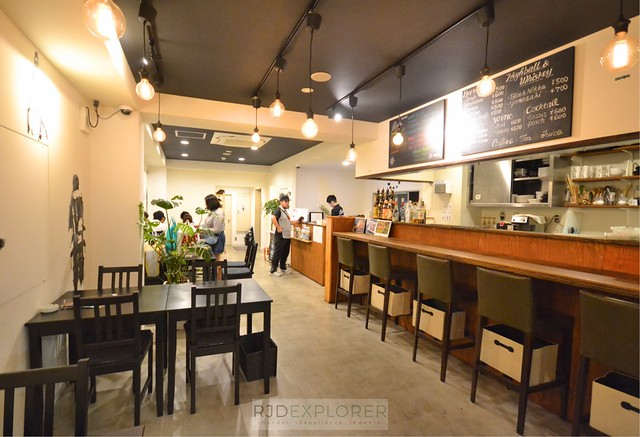 roots hostel osaka restaurant and bar