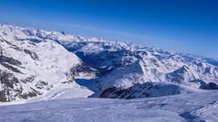 Widok z tarasu Bella Vista na lodowiec i dolinę Morteratsch, Munt Pers 3207m i Diavolezza 2969m.