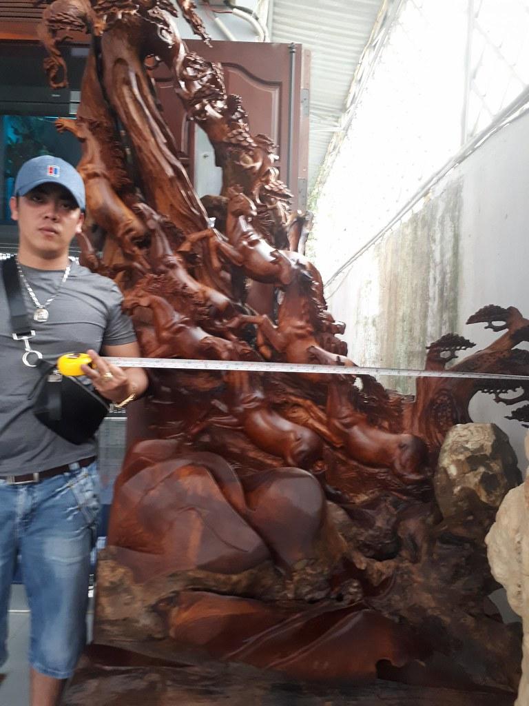 Bát mã gỗ hương (có đôn) -Cao 2m45 x Ngang 1m50