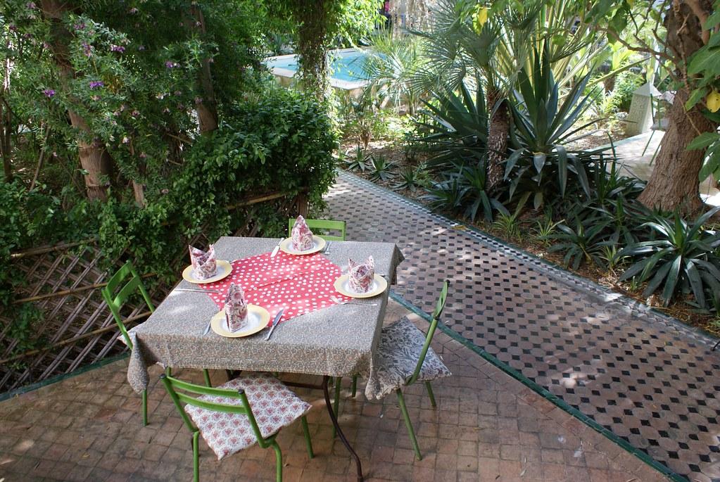 Le Fez café dans l'un des plus beaux jardins de Fès.