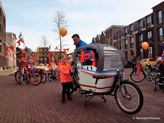 01-meisje versiert fiets (Large)