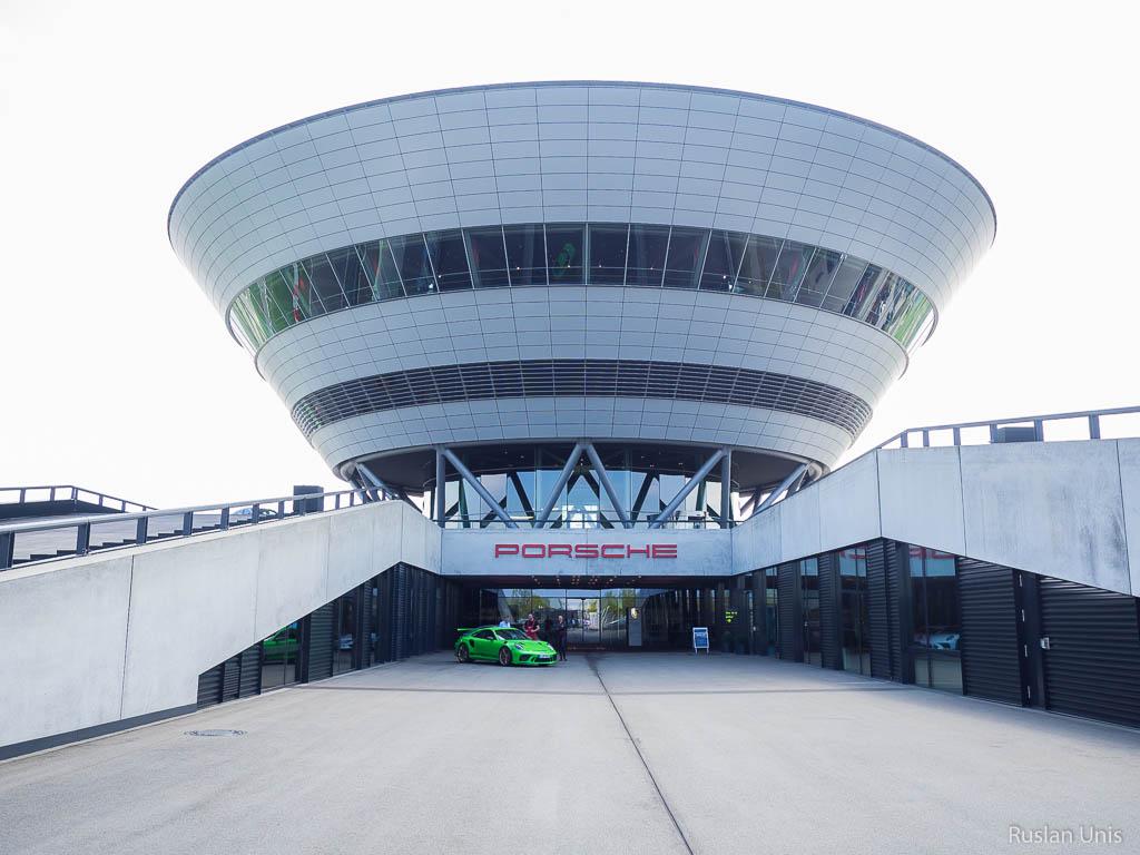 Музей и завод Порше в Лейпциге