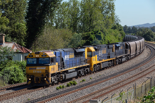 2018-04-16 Pacific National TT102-9320-TT128 East Maitland LD144
