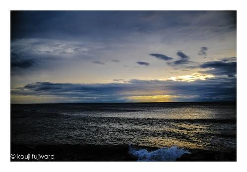 seascape sky skyscape fineart fine art fujifilm fujifilmxpro2 xpro2 fujinon xf23mmf14 xf23mm f14 evening sunset twilight dusk magichour magic hour goldenhour golden seaofjapan 日本海