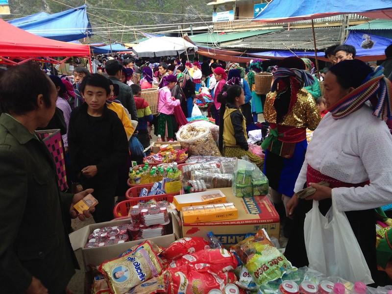 サフィン(Sa Phin)のマーケットとモン族王の館, 3