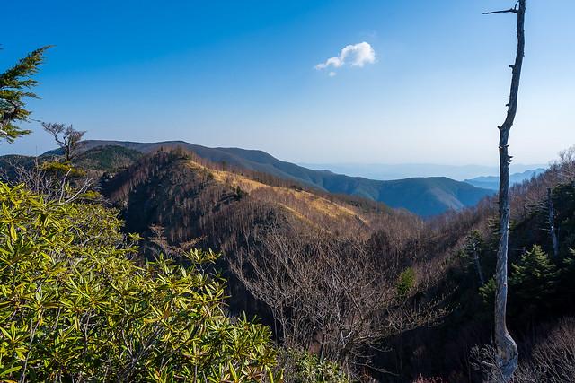 東仙波手前のピークより見る和名倉山