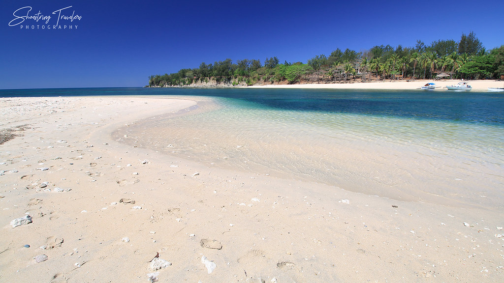 the sandbar at Hermana Menor Island
