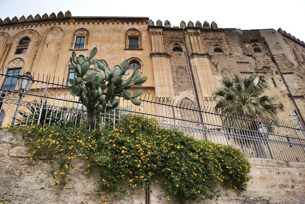 Remparts du palais des Normands à Palerme.