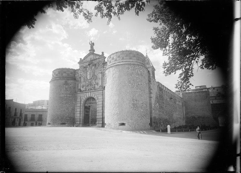 Puerta de Bisagra. Fotografía de Juan Miguel Pando Barrero © Fototeca del IPCE signatura PAN-014030_P