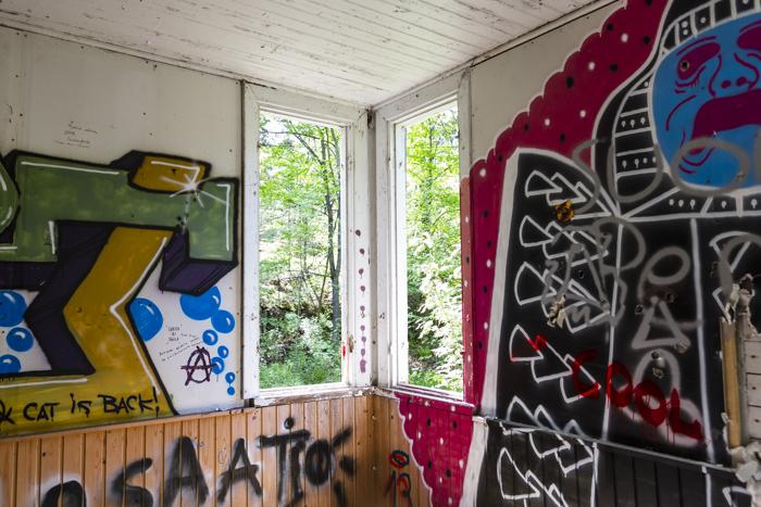 Kruunuvuori huvila autiotalo ue urban exploring seinämaalaus