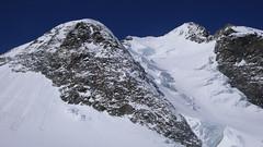 Podejście lodowcem Vadret da Morteratsch przez Da Buuch do schroniska Marco e Rosa 3597m. Szczyt Piz Bernina 4048m.