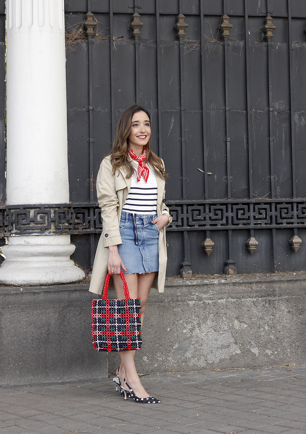 trench outfit denim skirt kitten heels striped sweater spring 02